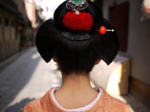 舞妓ちゃんの後ろ髪