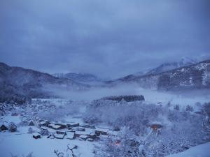 朝靄の白川郷