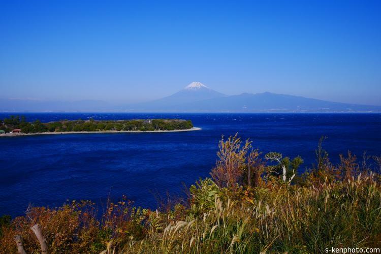戸田湾越しに見た富士山